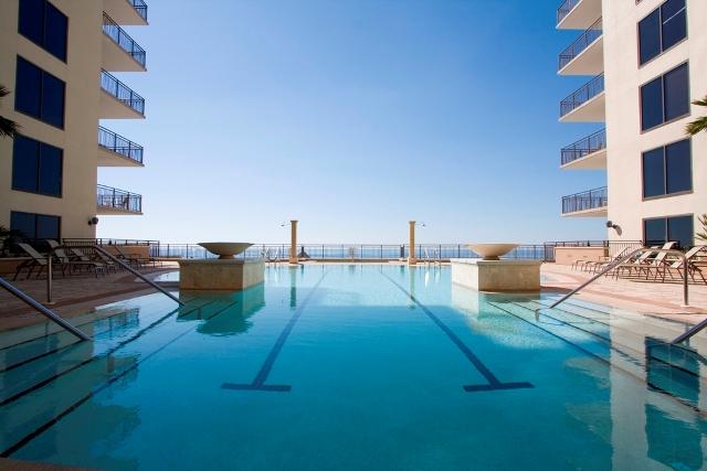 pool-looking-towards-ocean